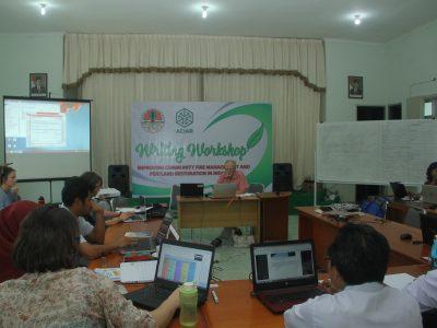 Konsisten Kurangi Sampah Plastik, Karyawan BP2LHK Banjarbaru bawa Botol Sendiri Saat Rapat